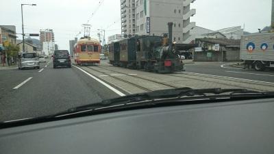車の中からの景色に電車が見える